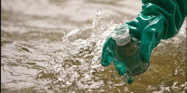 نمونه برداری و آنالیز نمونههای آب و فاضلاب